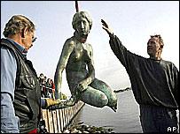 little-mermaid-copenhagen-denmark-sirenita-vandalismo
