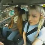 mujer conduciendo risa video humor