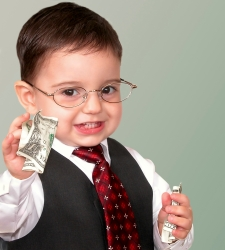 nino-paga-dinero-infantil-billetes