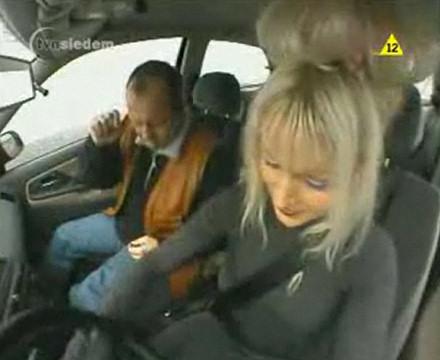 rubia conduciendo video