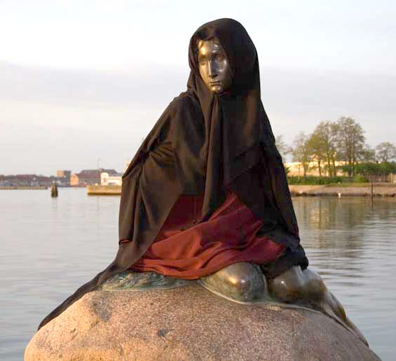 sirenita-dinamarca-copenhague-chador-burka Muslim little mermaid
