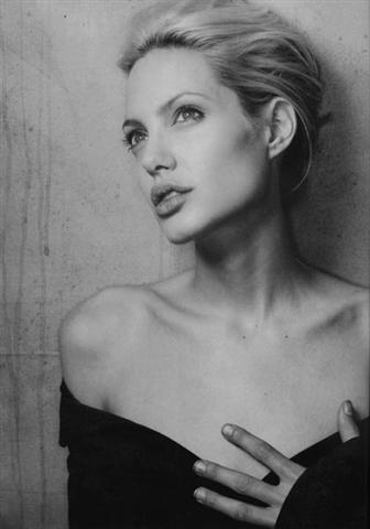 angelina-jolie-imagenes-blanco-y-negro-01