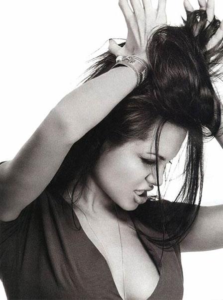 angelina-jolie-imagenes-blanco-y-negro-06