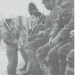Los soldados japoneses jugando con niños chinos