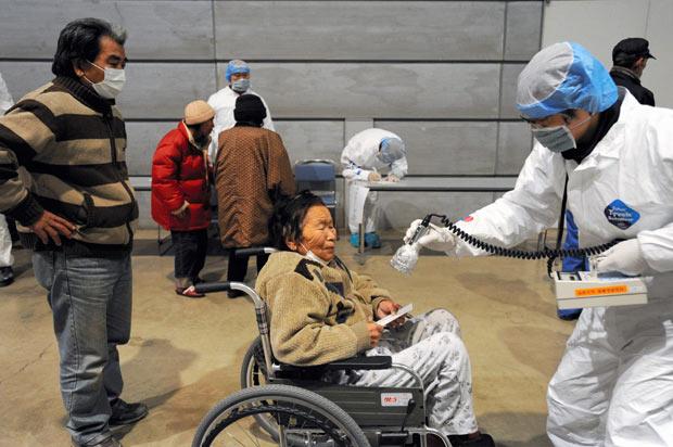 examinacion mujer radiacion japon 2011 nuclear fukushima