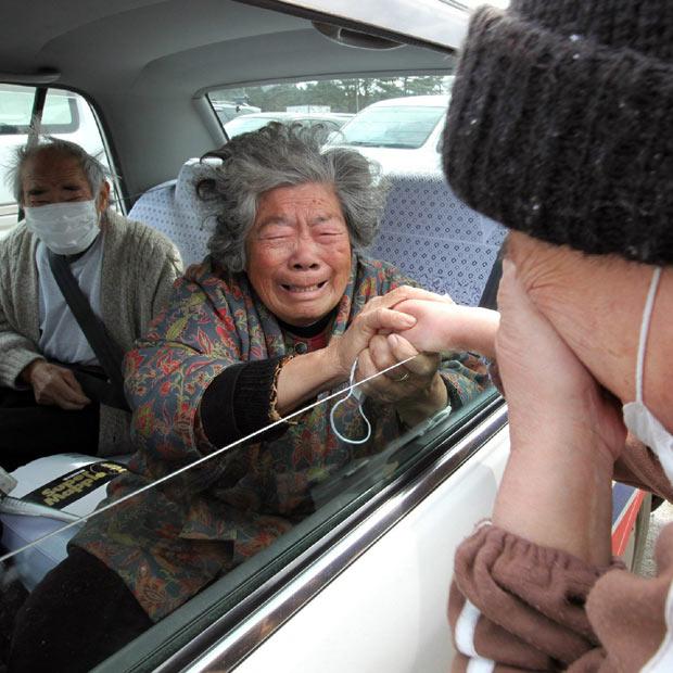 familias japon terremoto 2011 suyfrimiento despedida