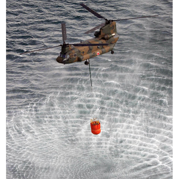helicoptero Boeing CH-47 Chinooki agua reactores fukushima nuclear