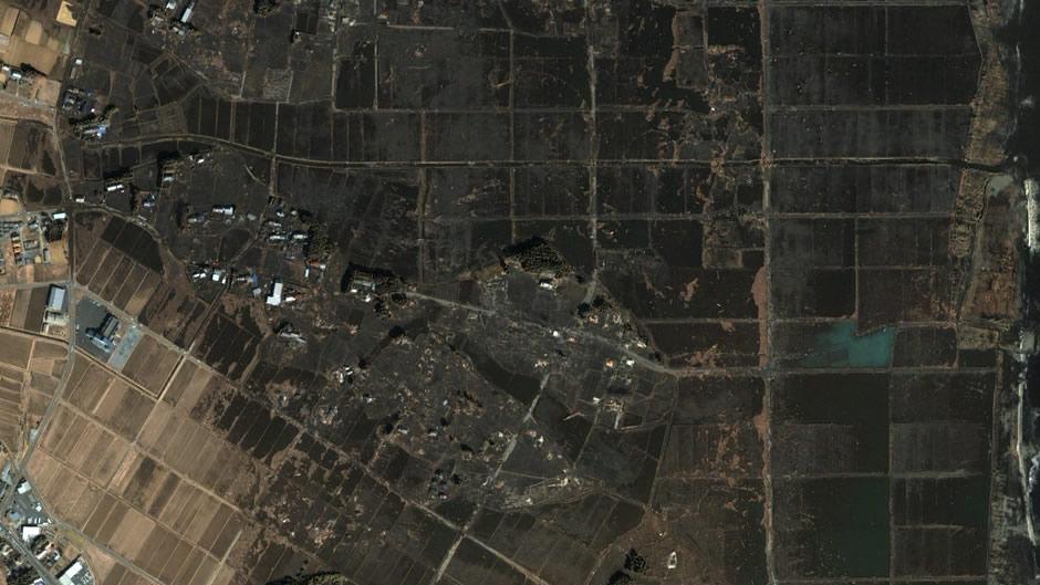 image-japan-satellite-tsunami-near-coast-minamisoma-after
