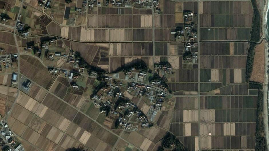 image-japan-satellite-tsunami-near-coast-minamisoma-before