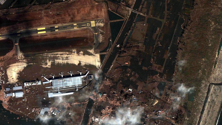 image-japan-satellite-tsunami-sendai-airport-after