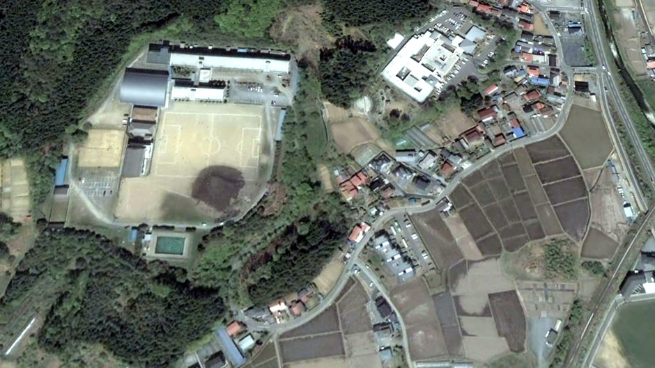 image-japan-satellite-tsunami-soccer-field-minamisanriku-before