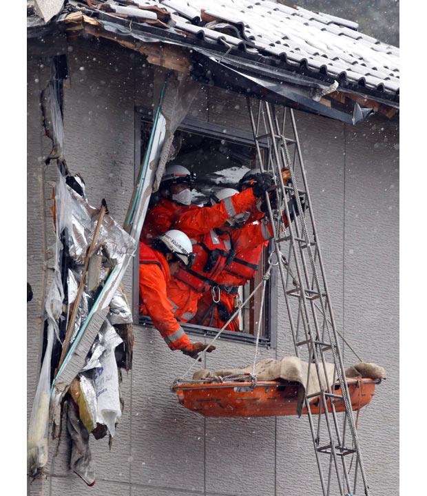 muertos terremoto japon 2011 tsunami bomberos