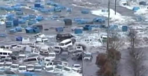 sendai coches flotando agua terremoto japon 2011 tsunami video