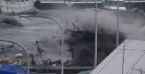 sendai puerto olas terremoto japon 2011 tsunami video