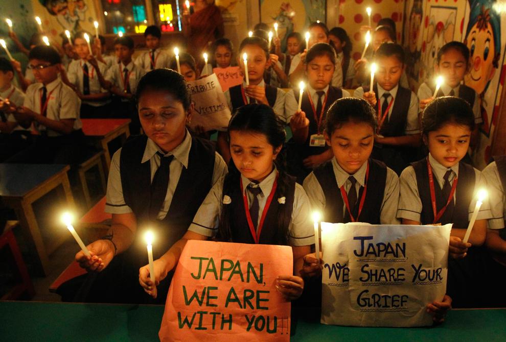 terremoto japon 8.9 2011 Ahmedabad estudiantes india rezando