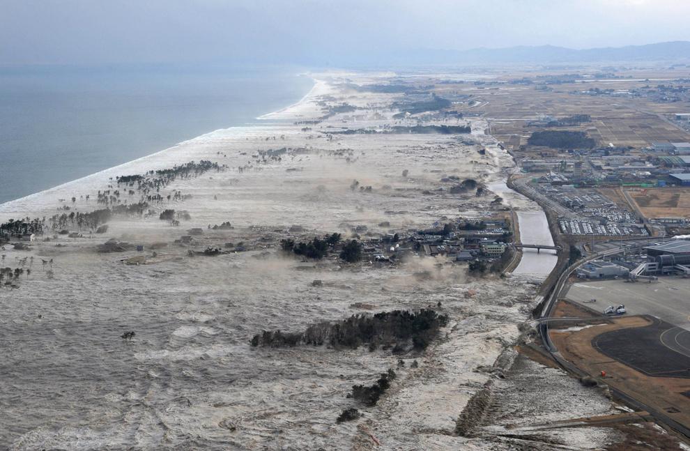 terremoto japon 8.9 2011 Iwanuma arrasando tsunami