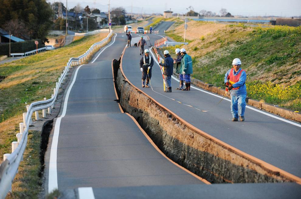 terremoto japon 8.9 2011 Satte Saitama carretera autopista