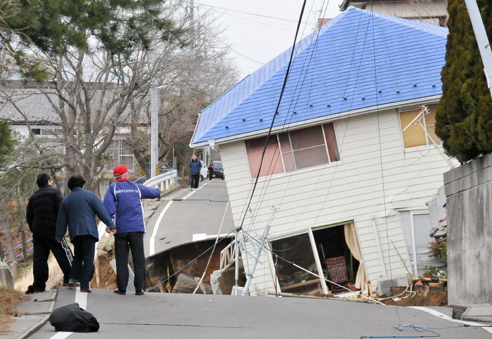 terremoto japon 8.9 2011 Sukagawa Fukushima casa derrumbada derruida