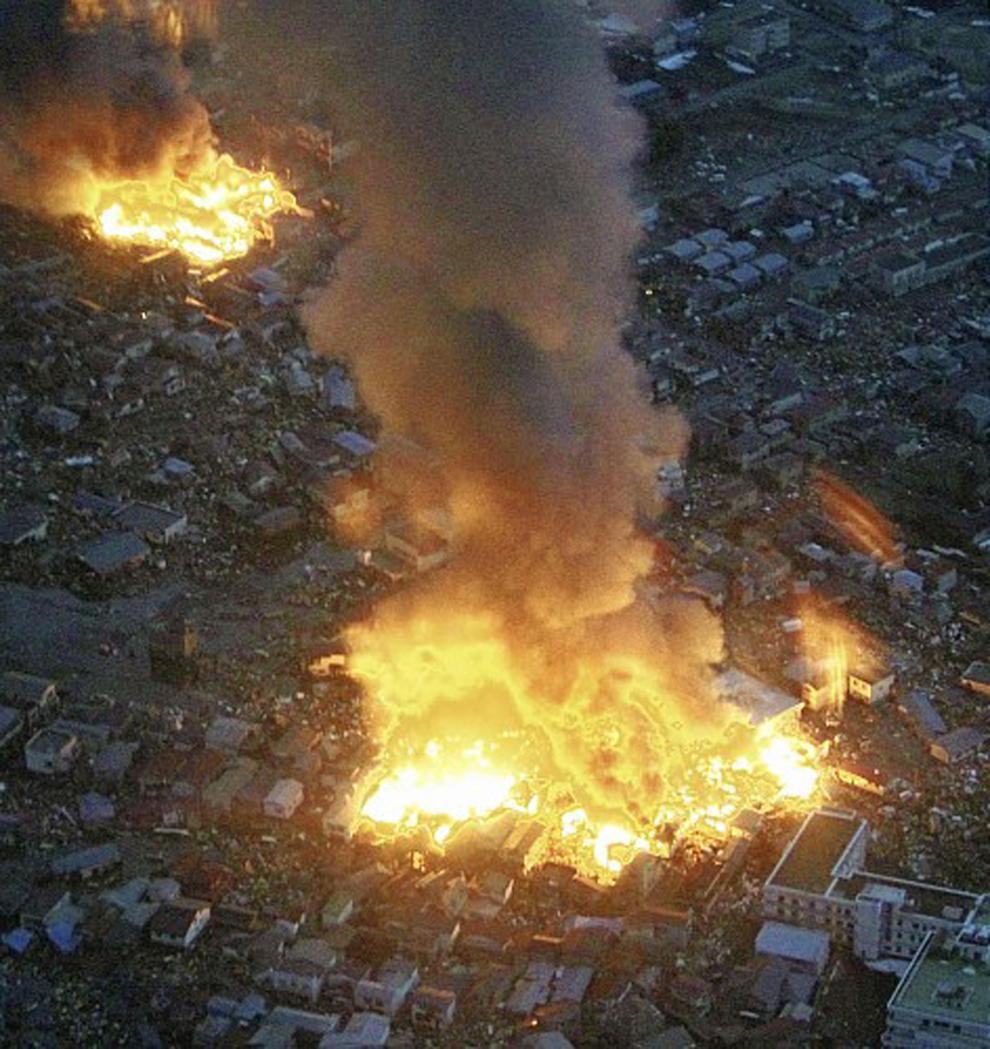 terremoto japon 8.9 2011 Yamada Iwate edificios incendios llamas fuego