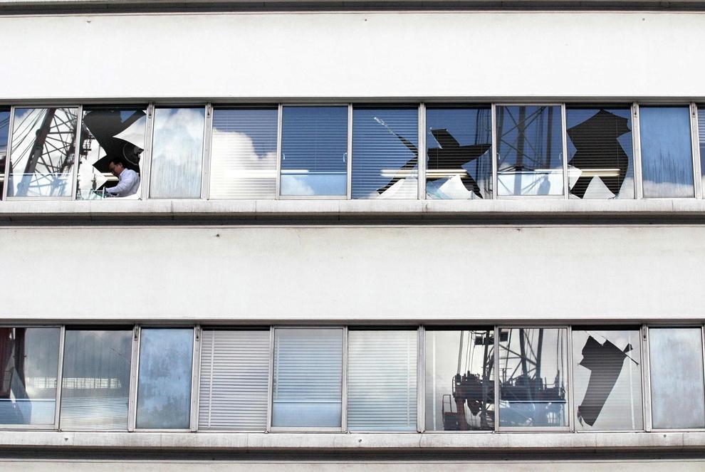 terremoto japon 8.9 2011 edificios cristales rotos desperfectos