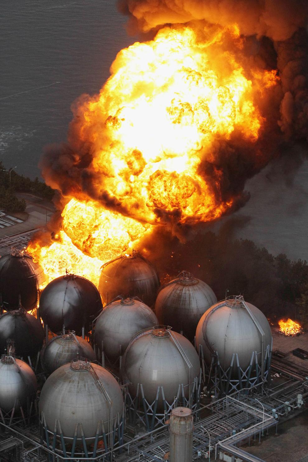 terremoto japon 8.9 2011 explosiones refineria petroleo Ichihara Chiba