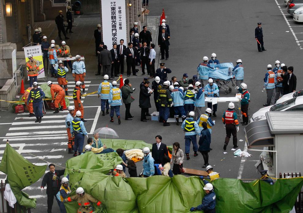 terremoto japon 8.9 2011 personal rescate distrito financiero tokio