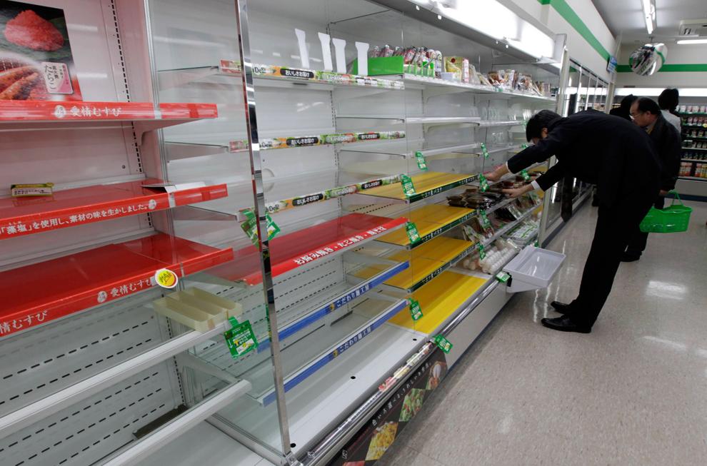 terremoto japon 8.9 2011 supermercados alimentos comida stock