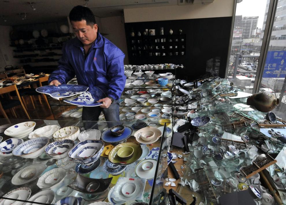 terremoto japon 8.9 2011 tokyo destrozos tiendas ceramica daños