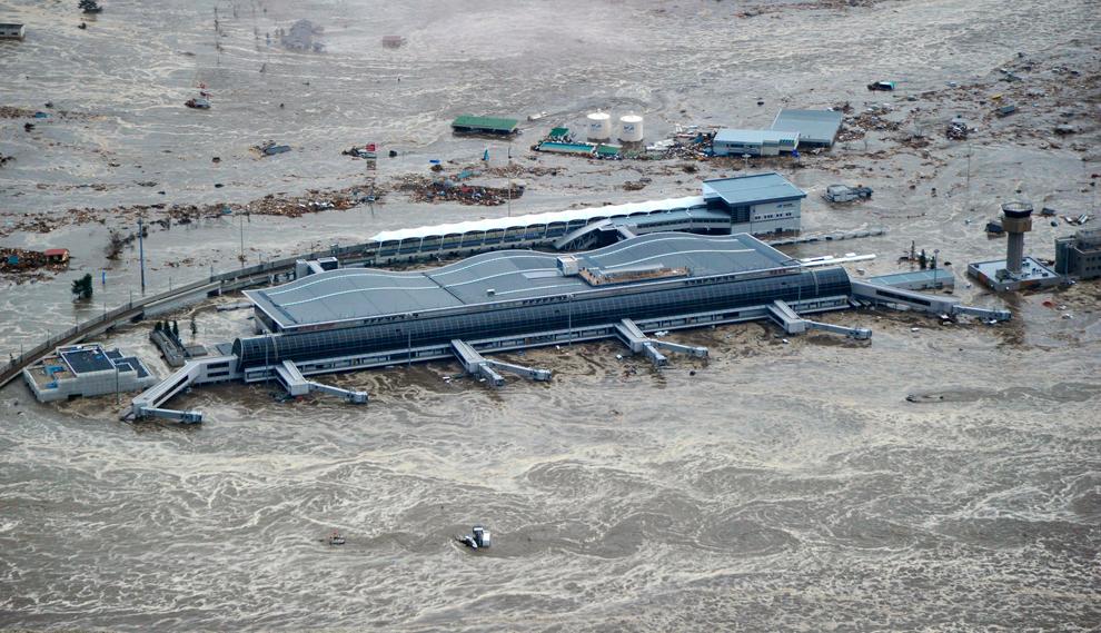 terremoto japon 8.9 2011 tsunami airport sendai