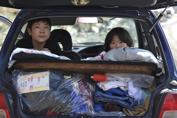 terremoto tsunami japon 2011 ninos coche evacuacion