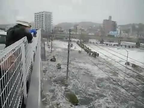 tsunami japon 11 marzo 2011 riada coche