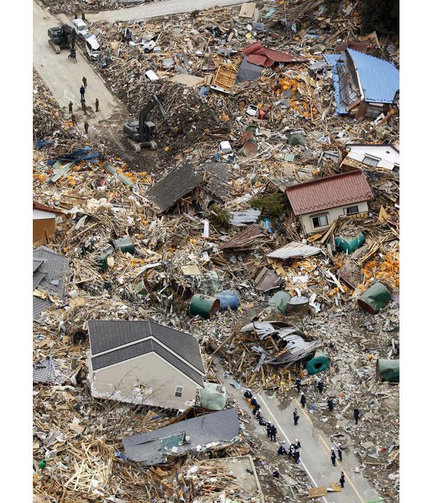 tsunami japon terremoto 2011 Rikuzentakata equipos rescate