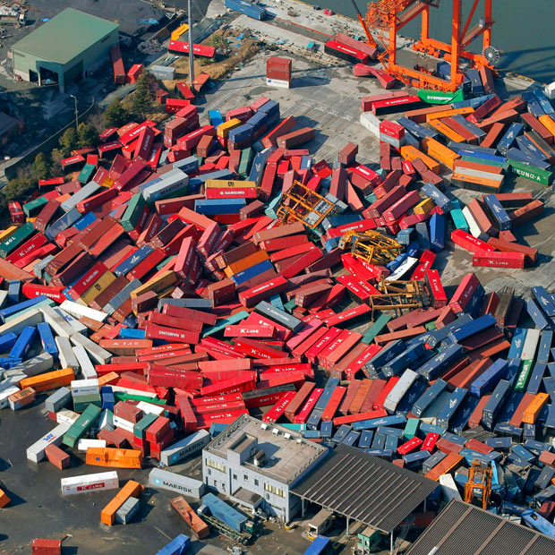 tsunami japon terremoto 2011 contenedores puerto sendai