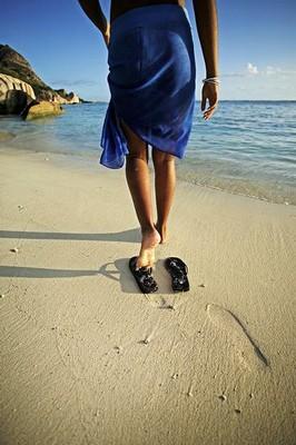 andar-playa-descalzo