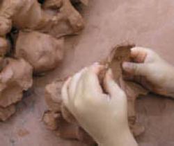 arcilla barro amasar moldear