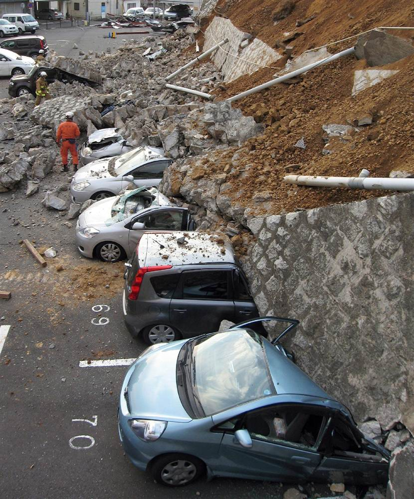 terremoto japon 11 2011 marzo coches parking mito