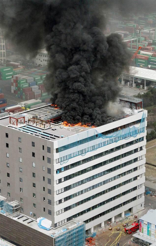 terremoto japon 11 2011 marzo incendio oficinas tokio