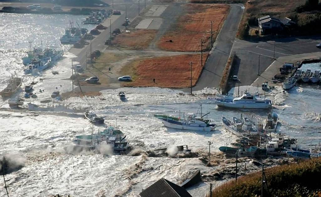 terremoto japon 11 3 2011 marzo dia 1 barcos Asahikawa