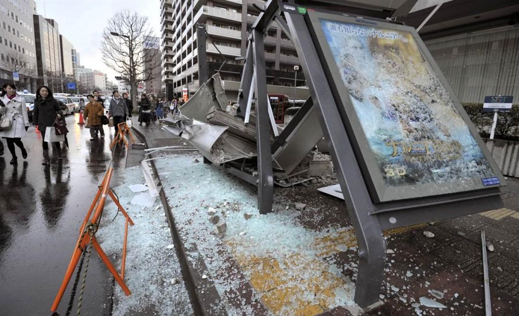 terremoto japon 11 3 2011 marzo dia 1 sendai parada bus