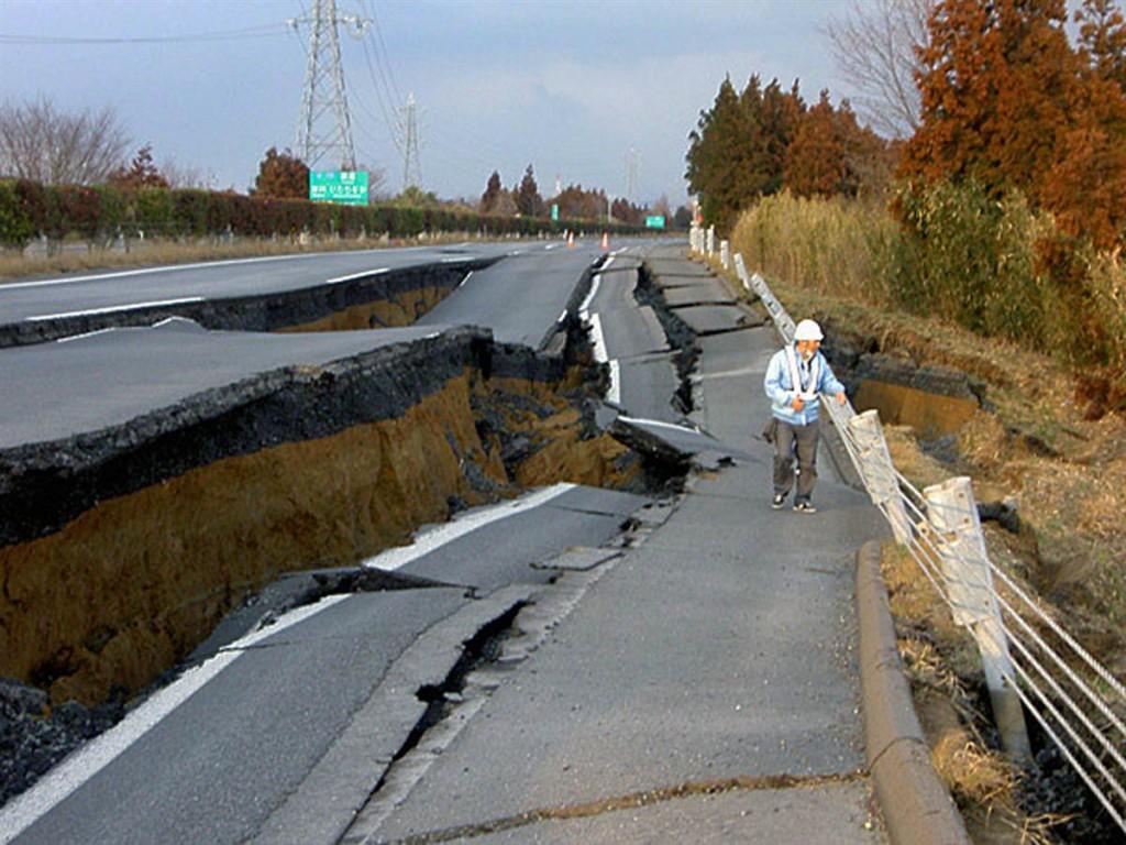 terremoto japon 11 3 2011 marzo joban carretera autopista