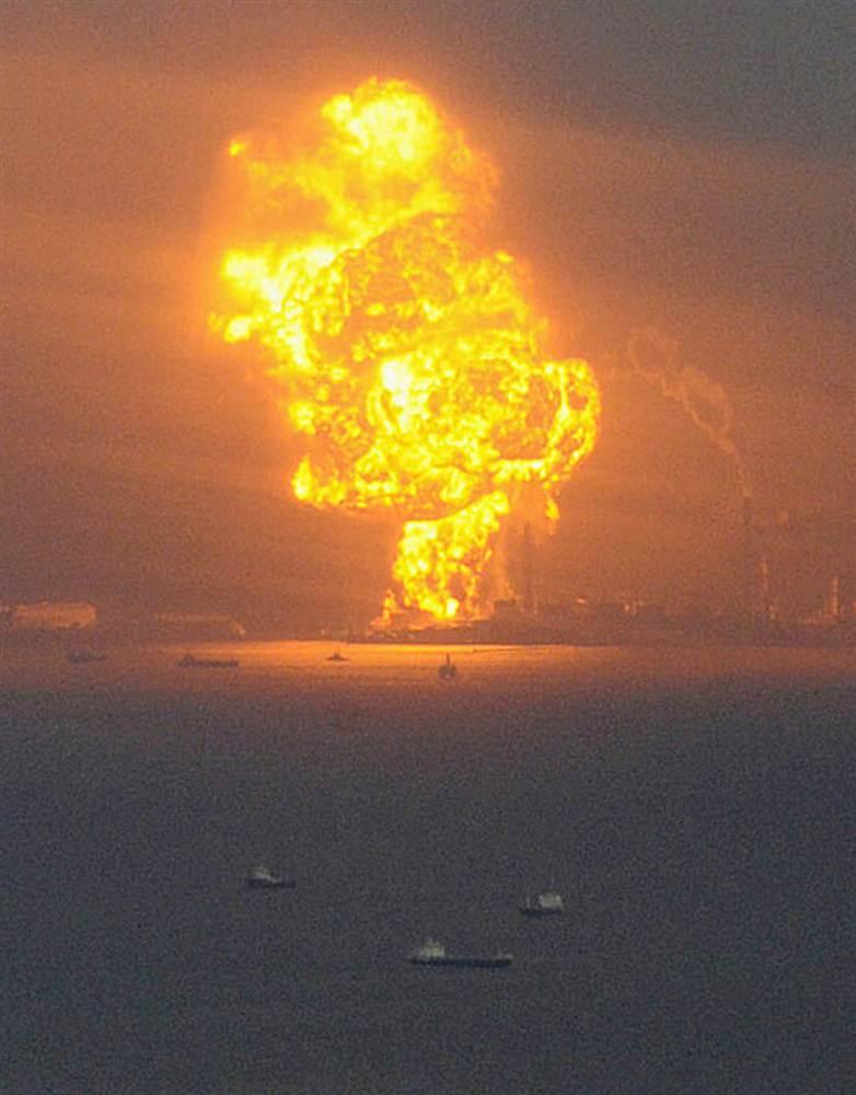 terremoto tsunami japon 11 2011 marzo gas ardiendo