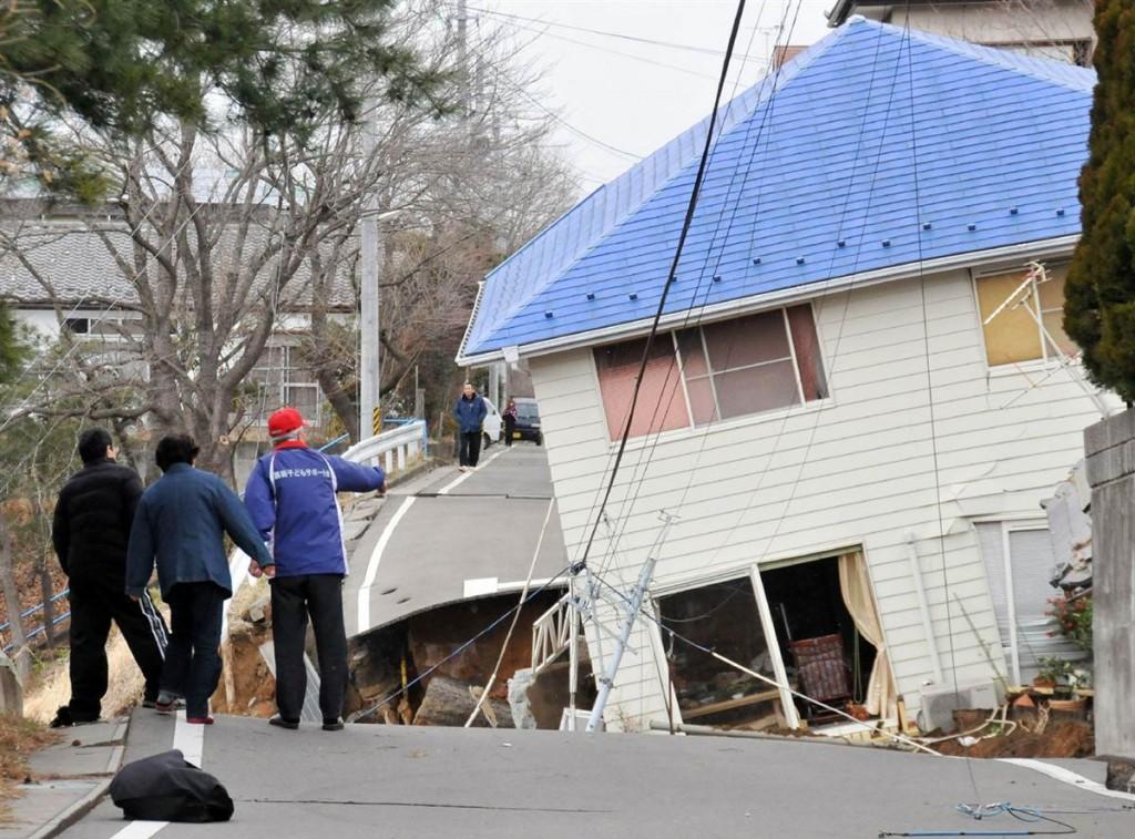 terremoto tsunami japon 11 3 2011 Sukagawa carretera casa