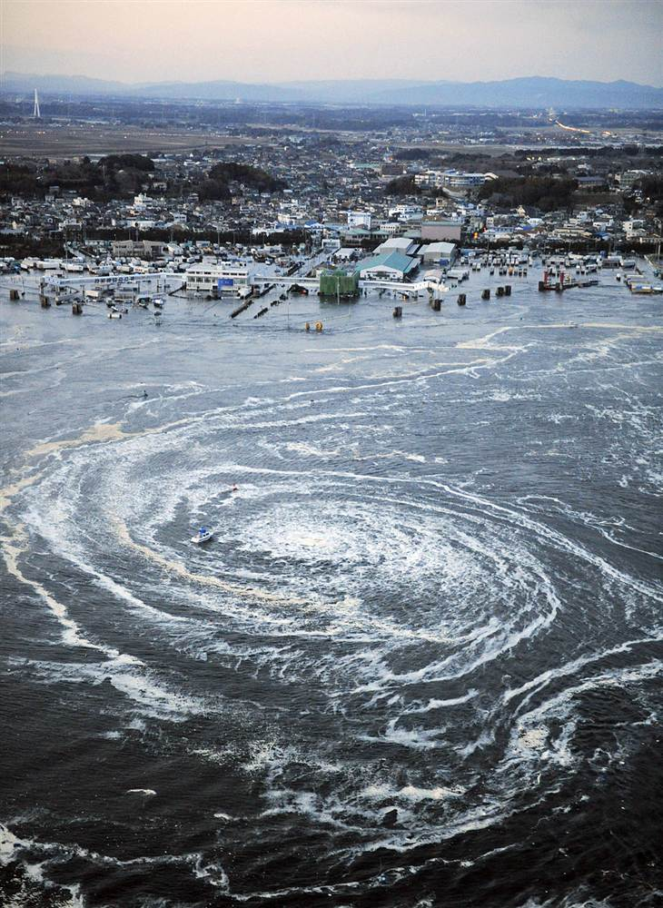 terremoto tsunami japon 11 3 2011 remolino agua Oarai Ibaraki