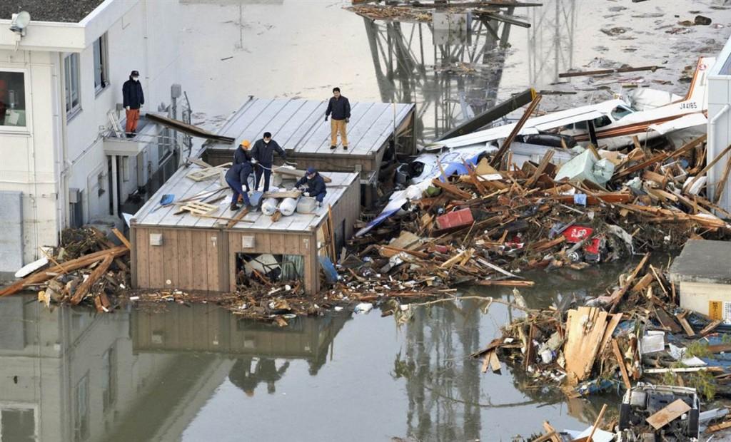 terremoto tsunami japon 2011 marzo 12 balsa construyendo