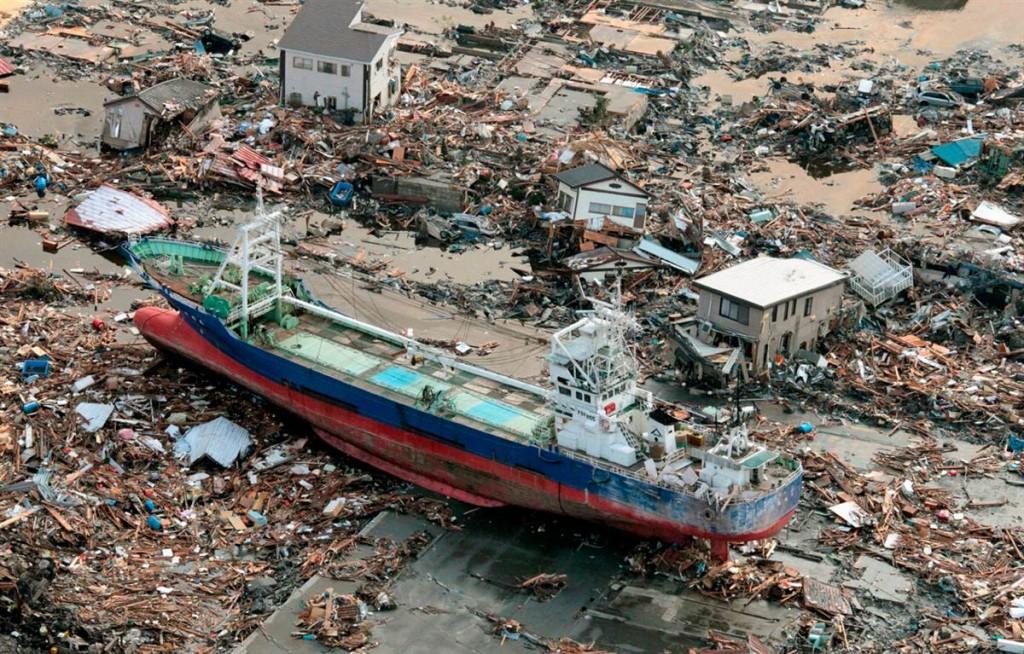 terremoto tsunami japon 2011 marzo 12 barco arrastrado