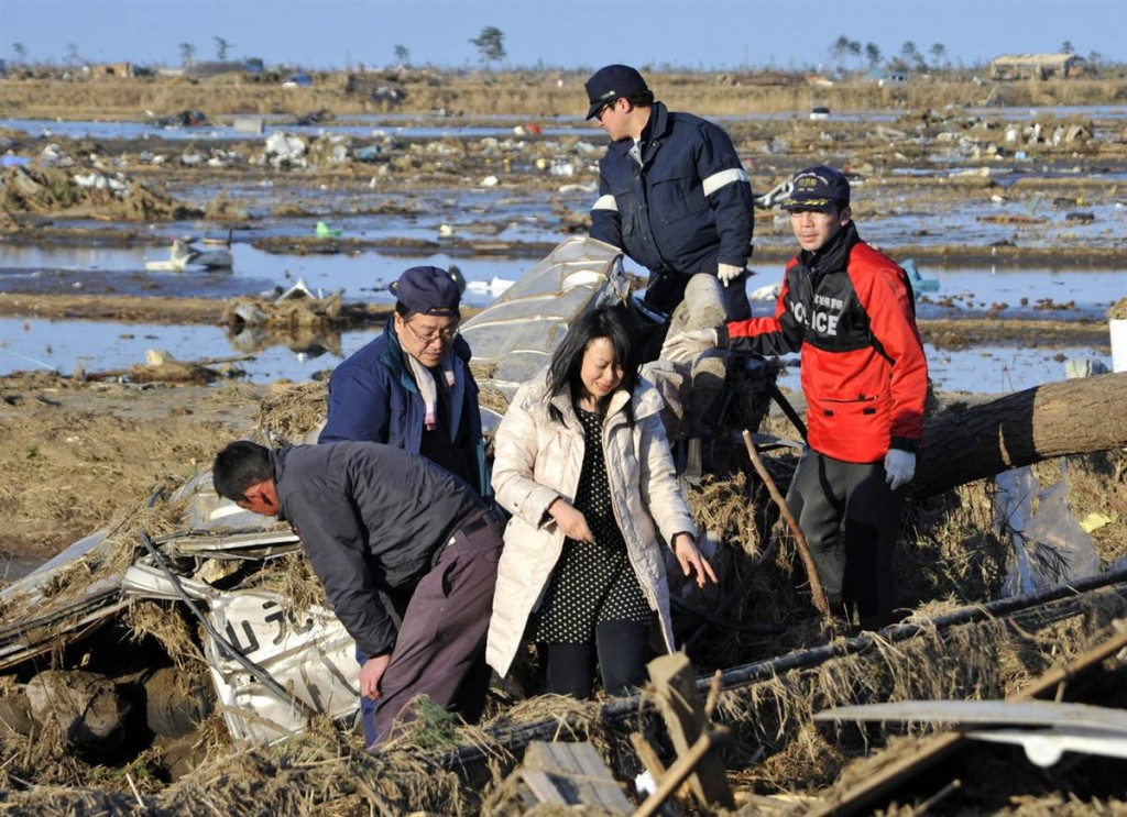 terremoto tsunami japon 2011 marzo 12 chica muerta