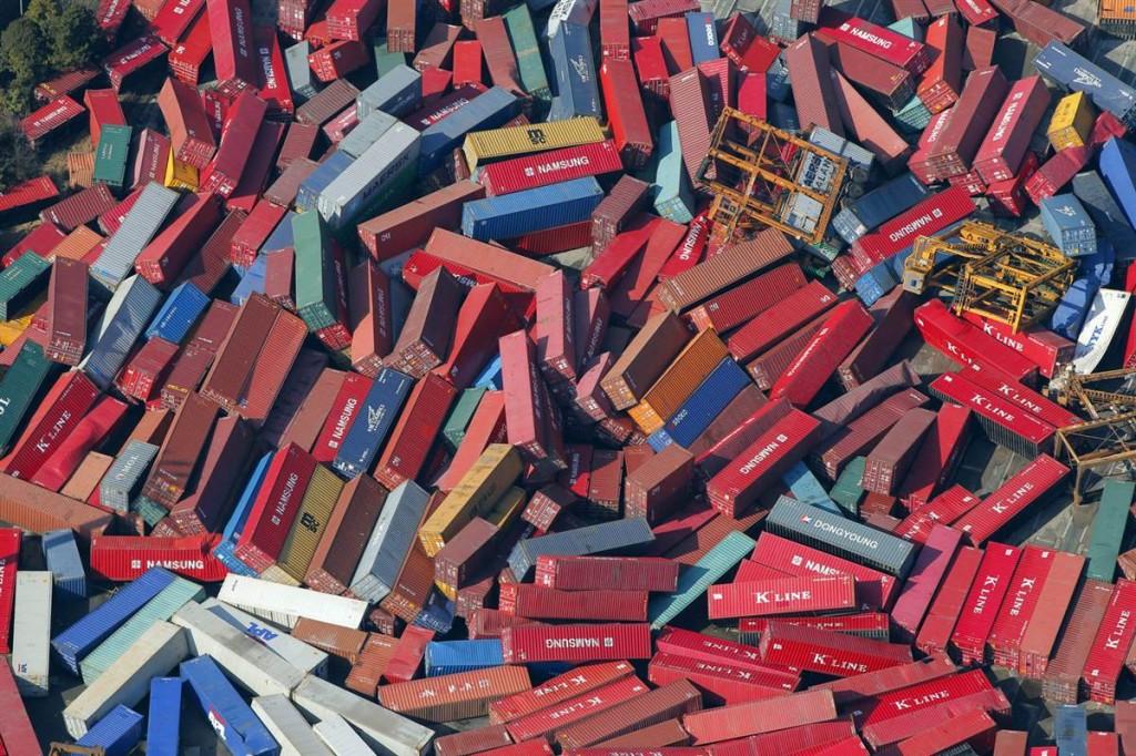 terremoto tsunami japon 2011 marzo 12 contenedores barco
