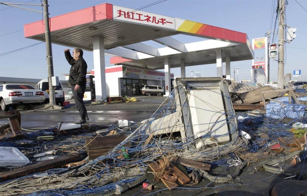 terremoto tsunami japon 2011 marzo 12 oarai gasolinera