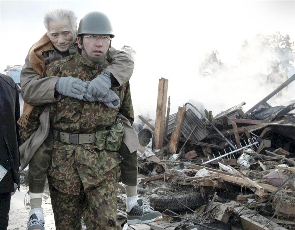 terremoto tsunami japon 2011 marzo 12 persona mayor