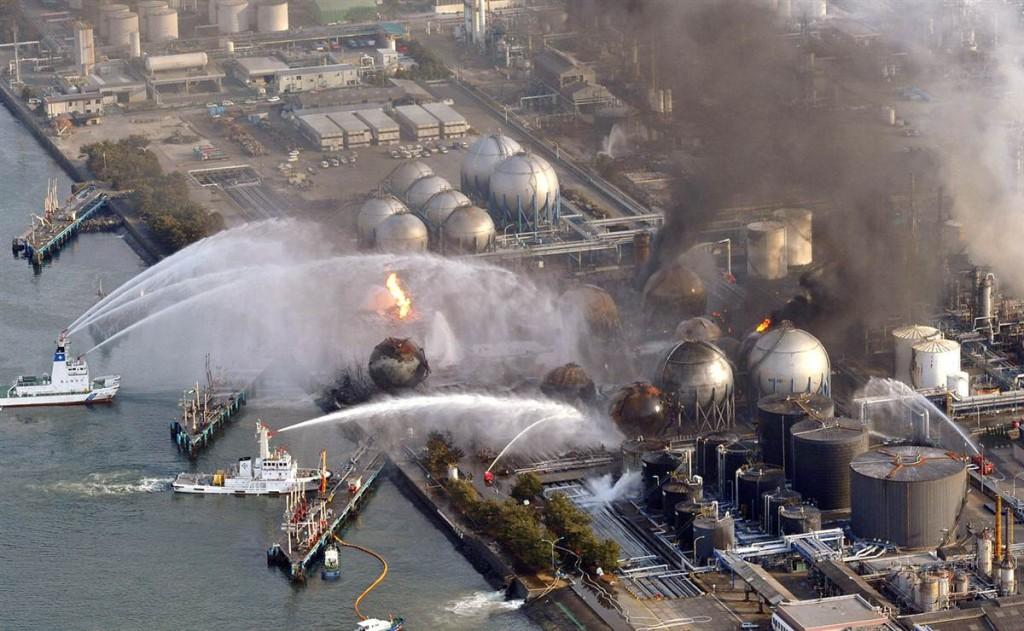 terremoto tsunami japon 2011 marzo 12 refineria cosmo chiba